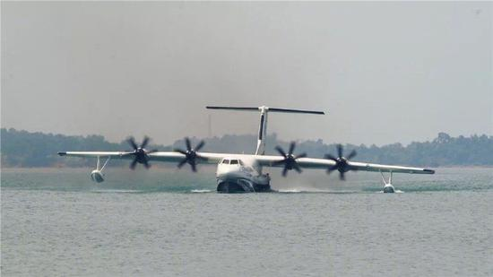 Chinese amphibious aircraft Jilong AG600 successfully completed the