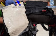 A 67 Year-old Man was Traveling by Plane with Two Kilos of Cocaine Paste in His Suitcase