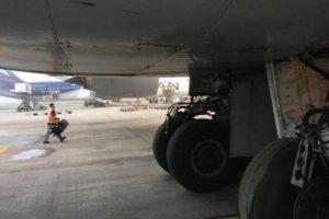 Boeing 747 rupture tyre