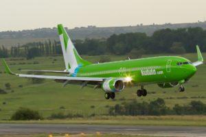 Kulula Boeing 737-800 landing